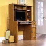Sauder Orchard Hills Computer Desk with Hutch, Carolina Oak Fini
